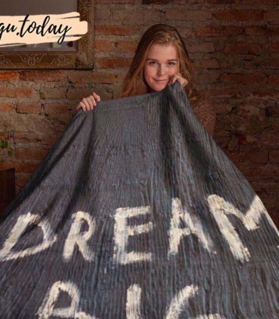 Dream Big Cute Graphic Blanket